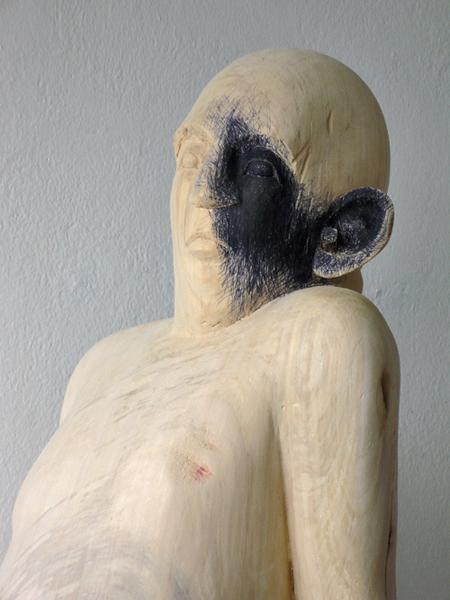 Figur mit blauer Seite