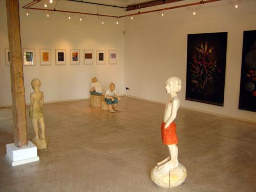 Ilka Rautenstrauch stellte ihre figürlichen Arbeiten in der Galerie kd.kunst in Wallhöven aus.