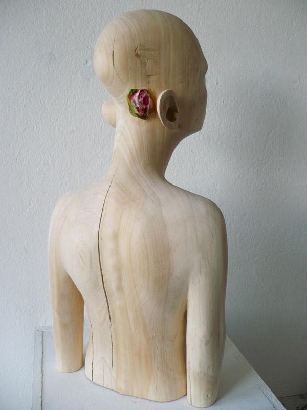 Rautenstrauch: Figur mit Blume 2011
