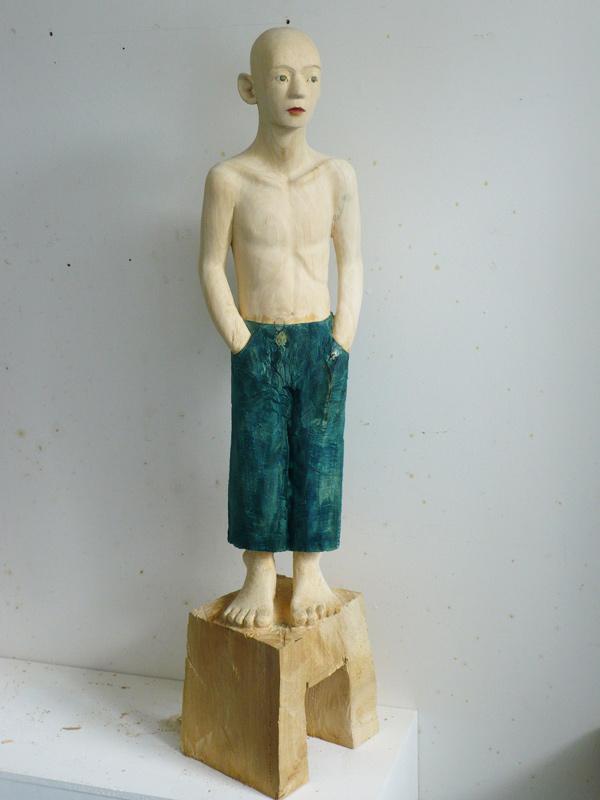 Rautenstrauch: Figur mit blauer Hose